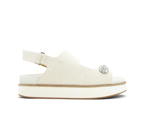 Sandaler med strass (kr 3195, Ganni).