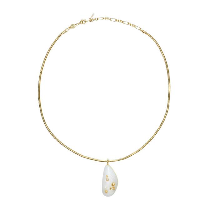 Halskjede med perle (kr 2200, Anni Lu).