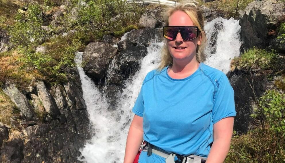 FJELLTUR: Lisa var på tur over Romsdalseggen i Rauma kommune da hun trodde hun var bitt av klegg. Etter turen fikk hun kraftige reaksjoner, og det viste seg at det absolutt ikke var et kleggbitt. Foto: Privat