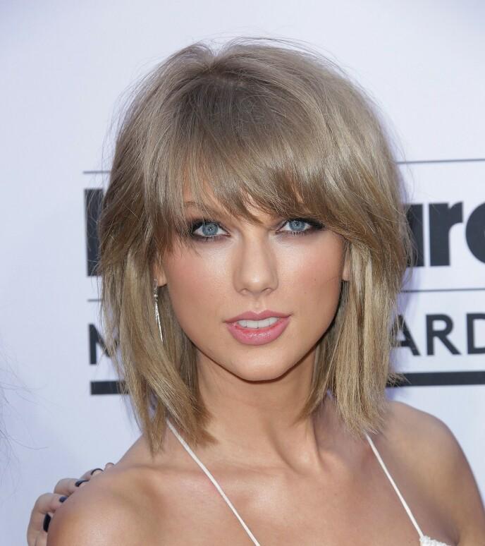 LUGG: Taylor Swift med en avslappet lugg, og fresh oppklippet frisyre. Foto: NTB
