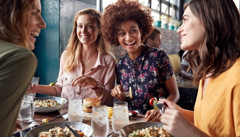 TIPSE PÅ NORSKE RESTAURANTER: - Det kan være en hyggelig gest dersom du er ekstra fornøyd med servicen og maten. Det er likevel ikke noe du skal føle at du må, sier ekspert. FOTO: NTB