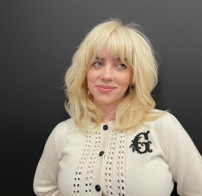 PLATINA: Artisten Billie Eilish har fått mange til å ville bli platinablonde. Foto: Instagram @billieeilish