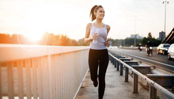 """IKKE GLEM Å LØPE UTE: For at kroppen og musklene ikke skal """"glemme"""" alt arbeidet du har lagt ned i joggingen tidligere, så bør du inkludere en økt i uken ute - også når det er kaldt. FOTO: NTB"""