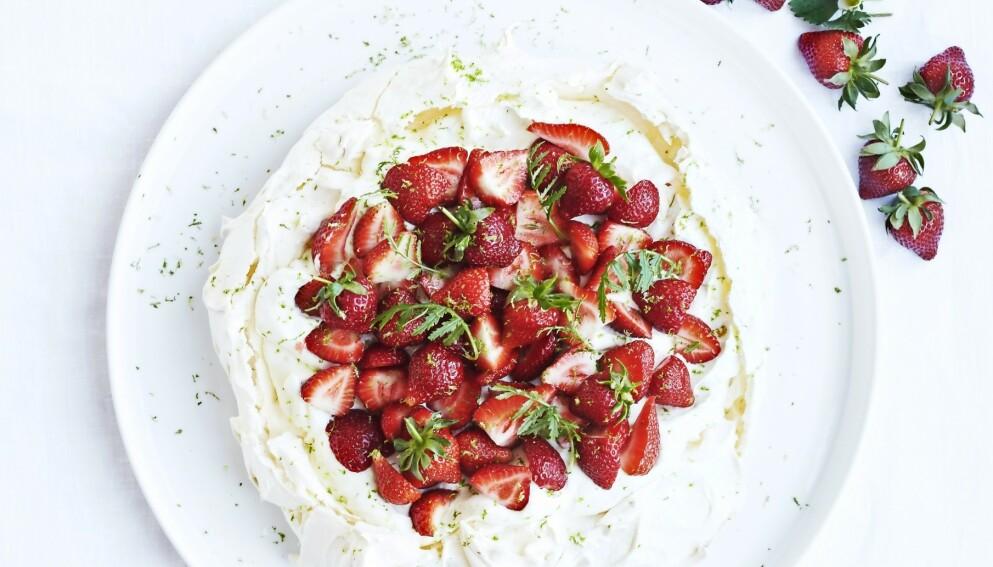 Strawberry daiquiri-pavlova med rom. FOTO: Betina Hastoft
