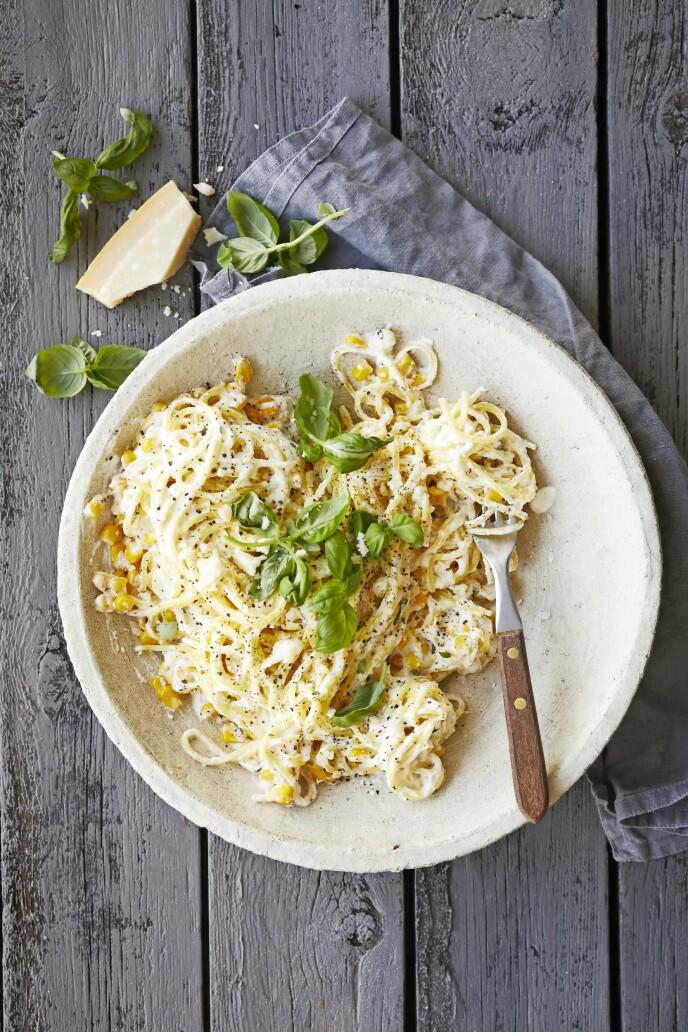 Sitronskallet bidrar til å gi denne pastaretten en herlig syrlighet. Tips! Dette er en super rett når du må ha middagen kjapt på bordet. FOTO: Winnie Methmann