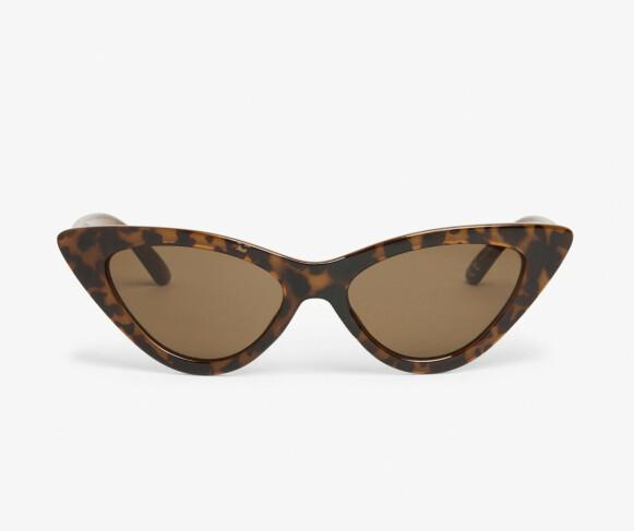 Cateye-solbriller (kr 120, Monki).