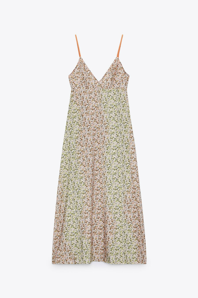 Kjole med spagettistropper (kr 330, Zara).