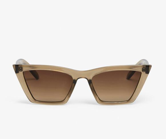 Solbriller (kr 120, Monki).