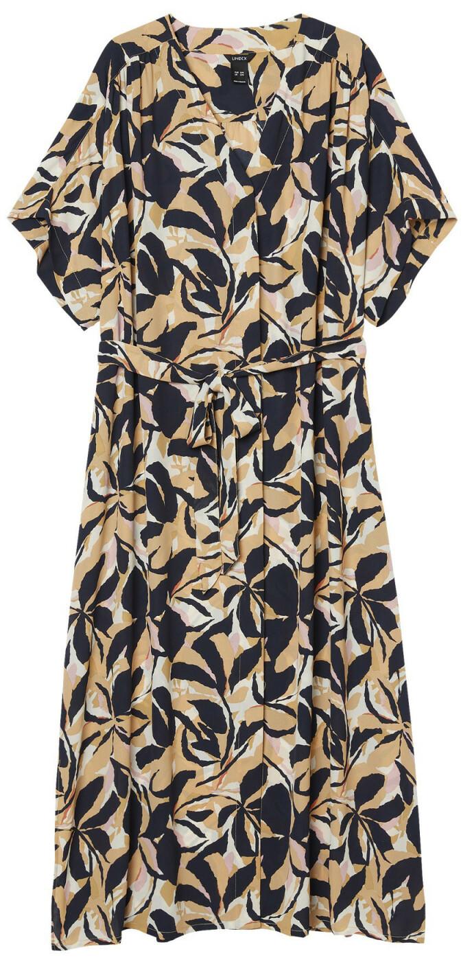 Kjole med knytebelte (kr 400, Lindex).
