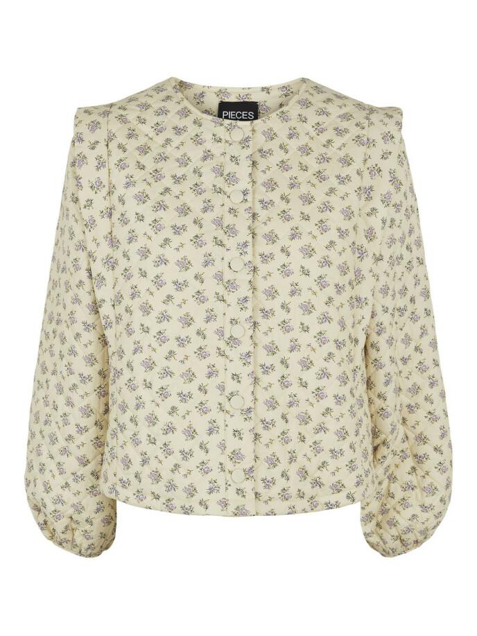 Småblomstrete jakke (kr 650, Pieces).