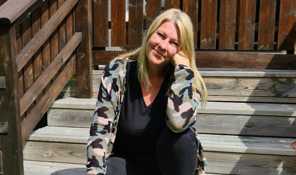 MEDISIN: Lene Yvonne (47) ønsket hjelp for å gå ned i vekt og bli der. Hun hadde lest om hvilke alternativer som fantes før hun gikk til fastlegen. Nå er hun tjue kilo lettere. Foto: Privat