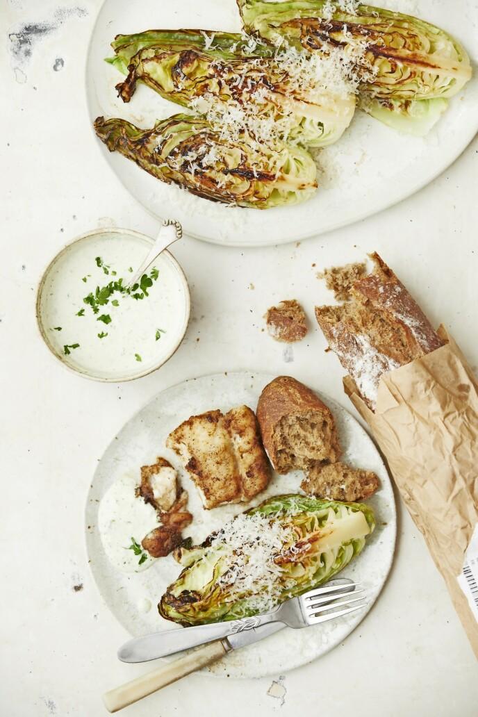 Stekt spisskål er utrolig enkelt å lage og overraskende lekkert. Server det til pannestekt torsk og en frisk urtemajones. FOTO: Winnie Methmann