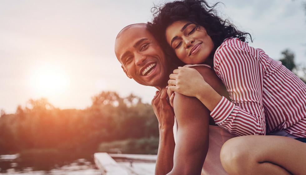 ÅPNE MED HVERANDRE: Hvis dere begge kan dele det dere tenker og føler fortløpende, og bli møtt på det av den andre – vil det være et positivt tegn, sier samlivsterapeut. FOTO: NTB