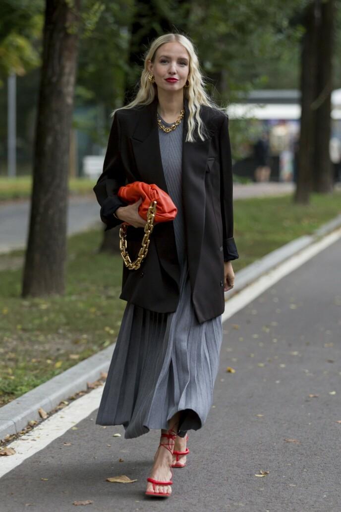 Det ankellange skjørtet er perfekt til å vise fram et par spreke sko. FOTO: NTB