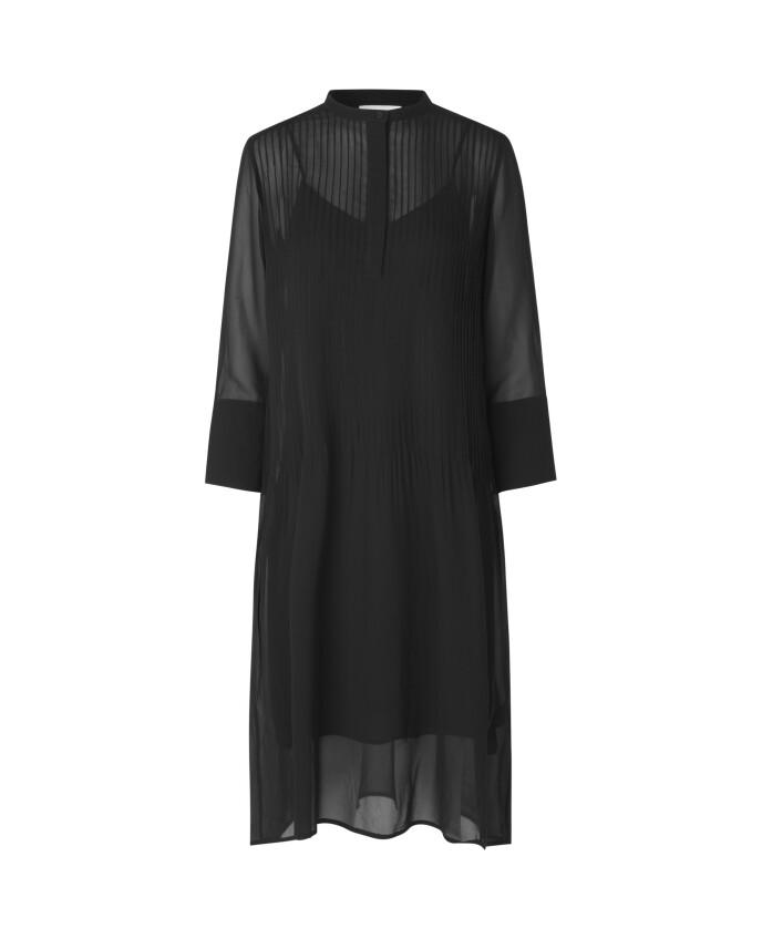 Svart kjole (kr 2000, Samsøe & Samsøe).