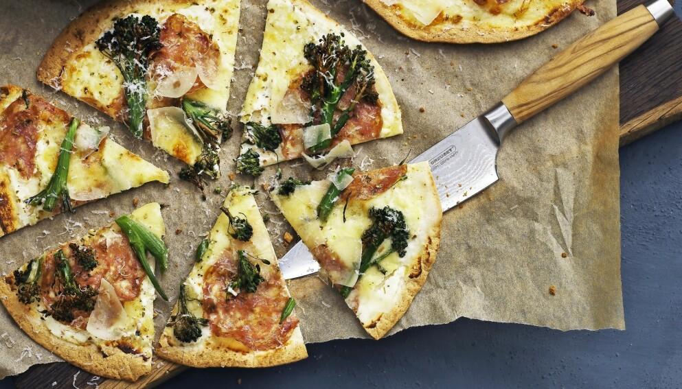 Tortillapizza med ricotta, aspargesbrokkoli og italiensk salami. FOTO: Columbus Leth
