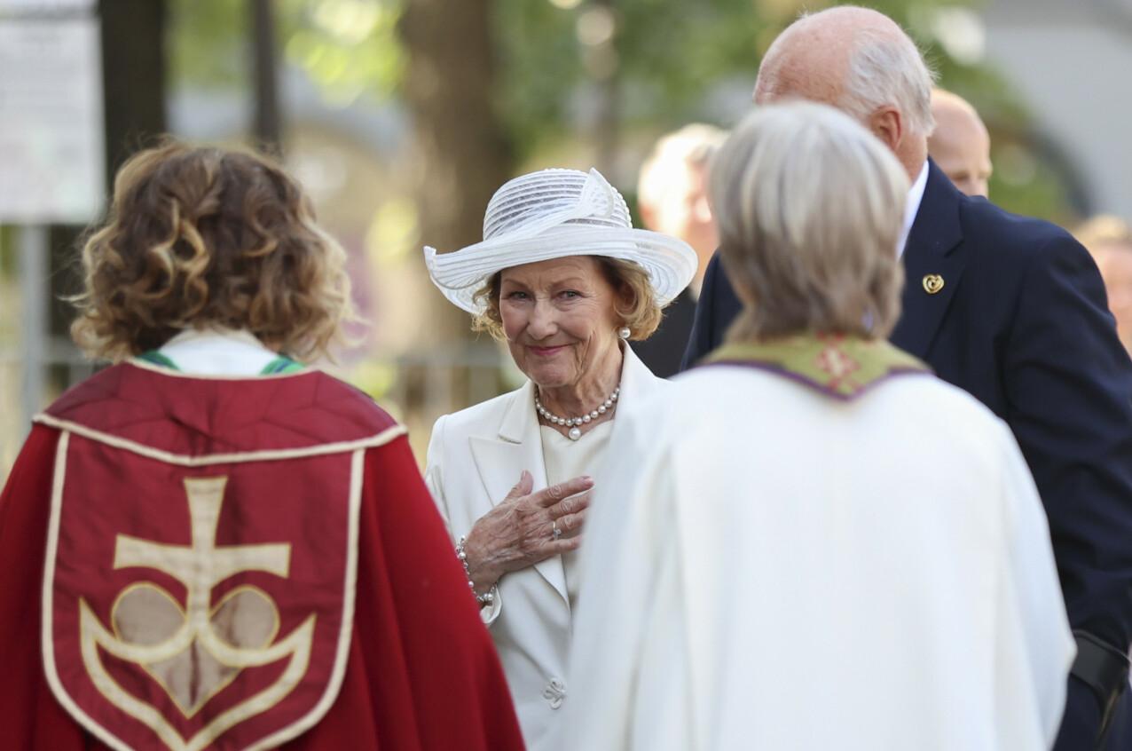 GUDSTJENESTE: Dronning Sonja og kong Harald deltok i gudstjenesten i Oslo domkirke i forbindelse med 10-årsmarkeringen. FOTO: Beate Oma Dahle / NTB