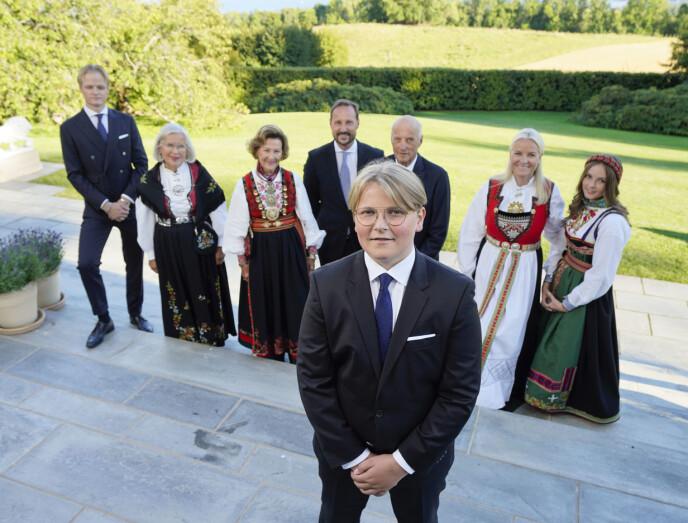 UTENFOR BOKSEN: Vi synes dette fotografiet, tatt av NTB-fotograf Lise Åserud, står seg ut i forhold til andre fotografier tatt av kongefamilien vår. FOTO: NTB
