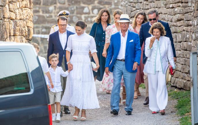 FØDSELSDAG: Deler av den svenske kongefamilien på Borgholm på Öland for å feire kronprinsessens 44-årsdag i juli. FOTO: NTB