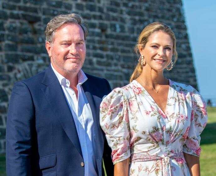 PÅ SVENSK JORD: Etter halvannet år var endelig prinsesse Madeleine, ektemannen Christopher O'Neill og de tre barna i Sverige igjen. Her for å feire storesøster og svigerinne Victorias 44-årsdag. FOTO: NTB