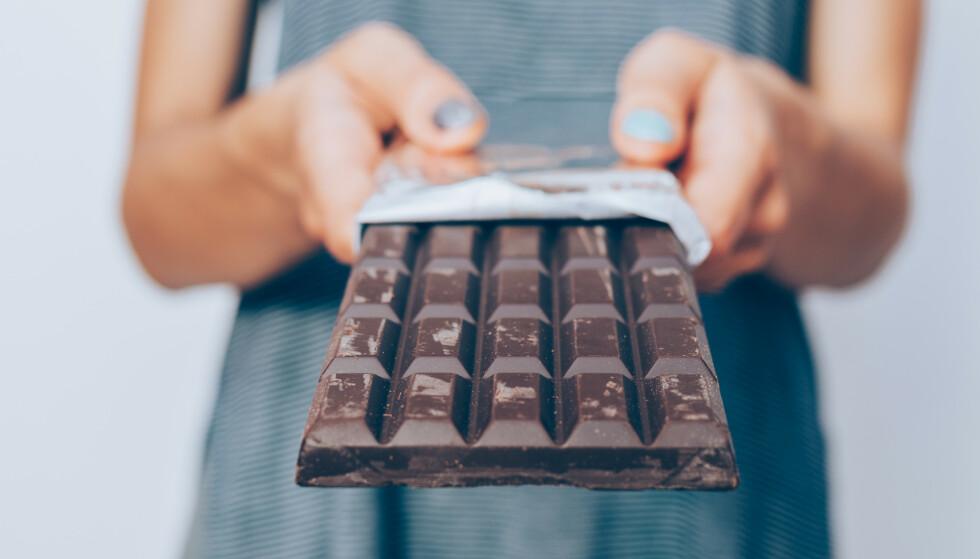 REDUSERER STRESS: Å unne seg litt mørk sjokolade skal kunne redusere stress. FOTO: NTB
