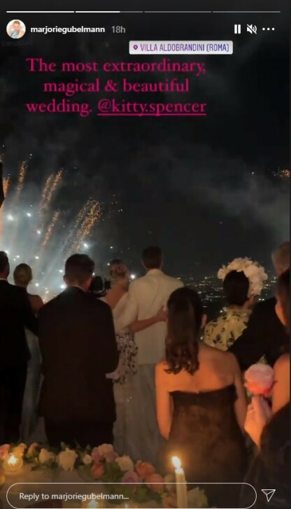 FRA INNSIDEN: Den britiske dj'en og sosietetskvinnen Marjorie Gubelmann delte glimt fra innsiden av det storslåtte bryllupet på sin Instagram-profil. FOTO: Skjermdump Instagram