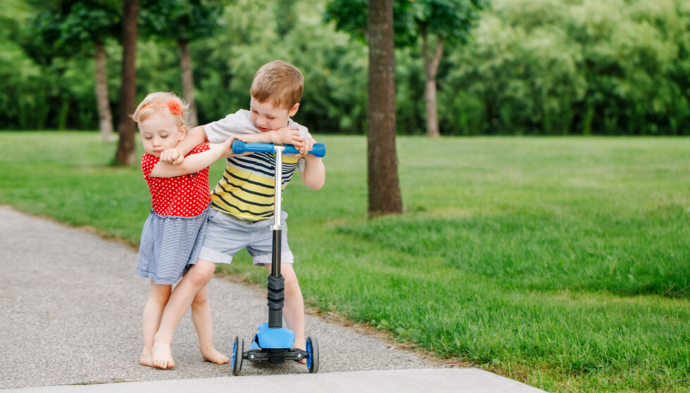 SØSKEN KONKURRERER: Små barn kan finne på å krangle heftig om mye som vi voksne ser på som små bagateller.