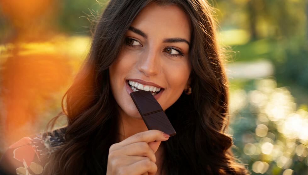 SUKKER: Sjokolade inneholder mye sukker, som vi helst ikke skal få i oss for mye av. FOTO: NTB