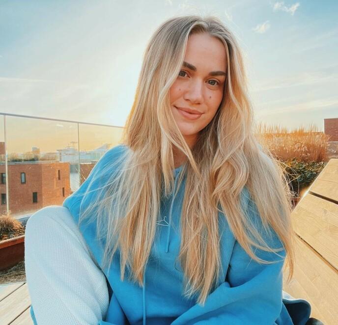 MENSEN: Kristiane Aateigen er blant mange kvinner verden over som har meldt om endringer i menstruasjonen etter å ha tatt koronavaksine. Foto: Instagram @snillegucci