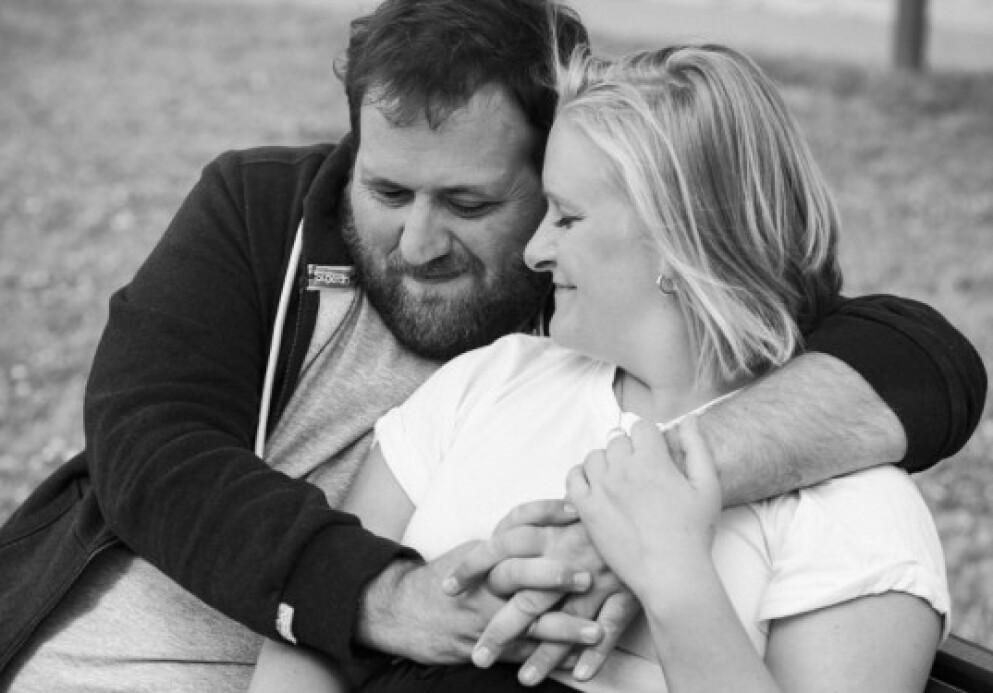 TUVA FELLMAN: Den anerkjente TV-profilen Tuva Fellman er åpen om brystkreftdiagnosen. Her med forloveden Ronny Brede Aase i forbindelse med et KK-intervju gjort høsten 2020. FOTO: Astrid Waller // KK
