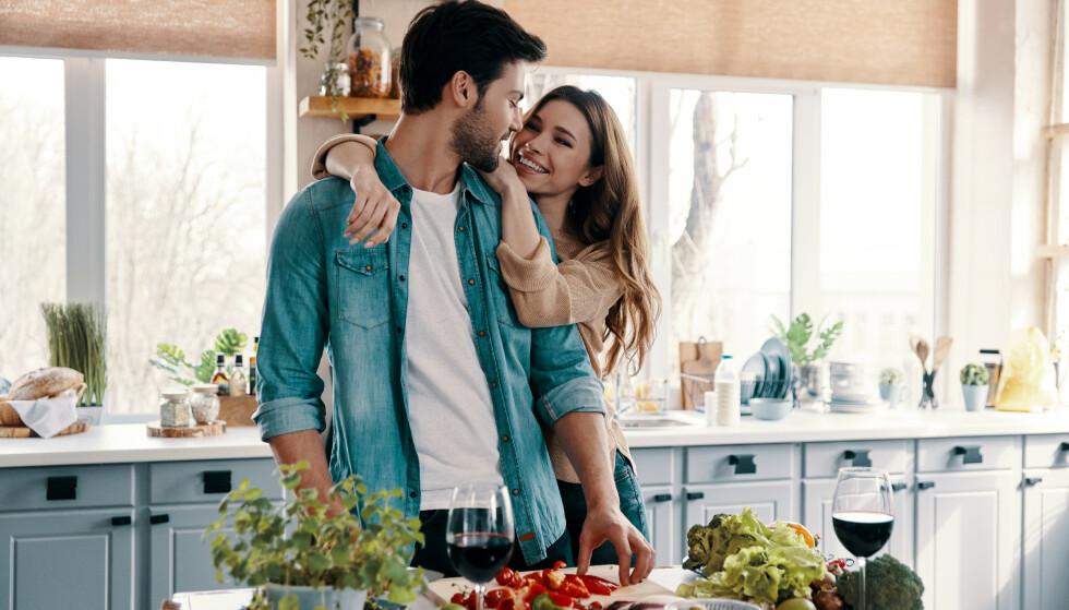 ATTRAKSJONEN AVGJØR: Synes vi en person er attraktiv godtar vi mye mer og tenker positivt om det meste. FOTO: NTB