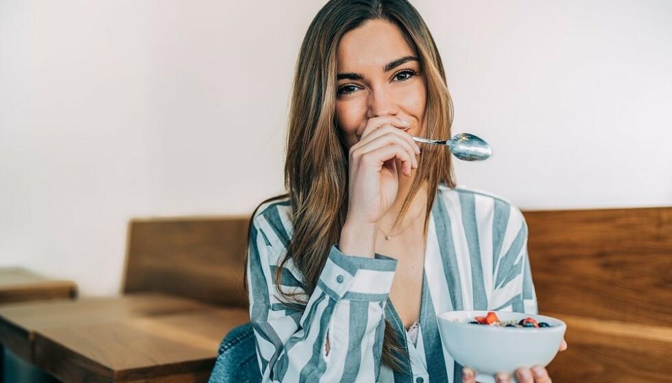 VANLIG, SUNN MAT FØRST: - Det viktigste, uavhengig hva man velger, er at det ikke tar plassen til vanlig mat og drikke i hverdagen, og at man spiser seg mett på vanlig, sunn mat først, sier ernæringsfysiolog. FOTO: NTB