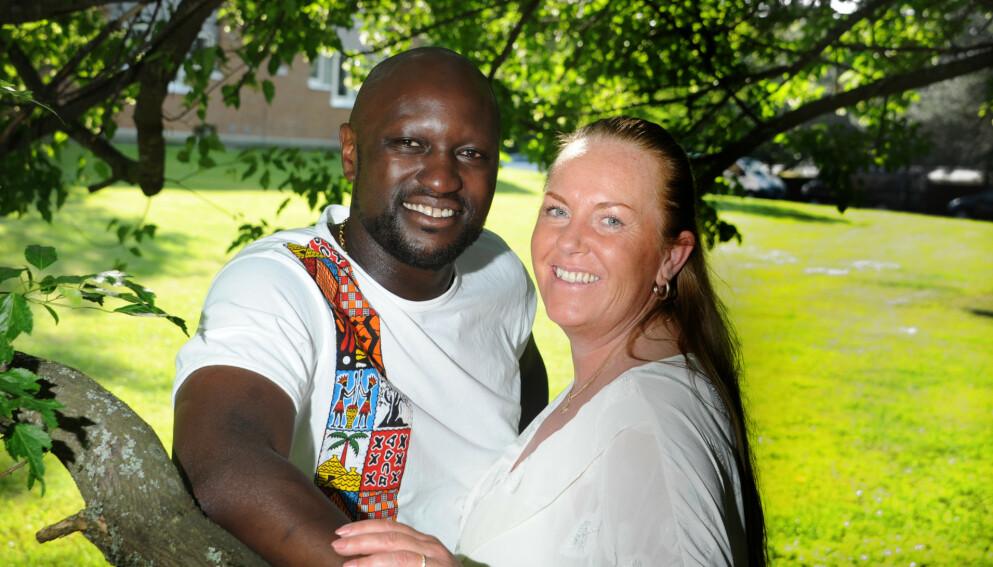 FORELSKET: Stine og Kim var kjærester for tyve år siden, og hadde ingen kontakt etter bruddet. Men de tenkte likevel på hverandre, og til slutt fant Kim Stine på Facebook. Foto: Marianne Otterdahl-Jensen
