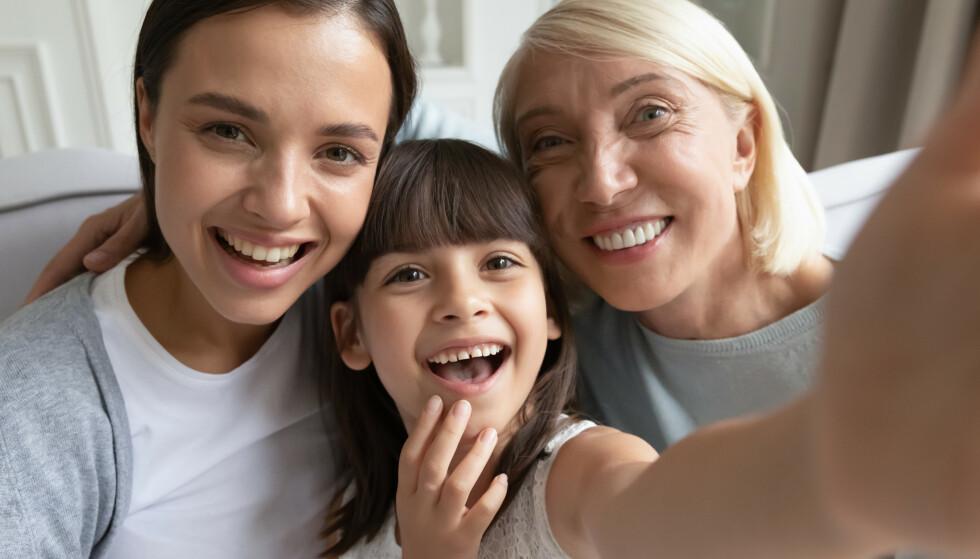 DELE BILDER: - For å si det enkelt: Hvis foreldrene sier ja, men barnet sier nei, da bør du ikke dele. FOTO: NTB