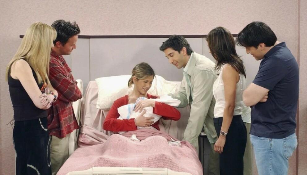FRIENDS: I denne episoden, fra våren 2002, blir Rachel Green (Jennifer Aniston) mor for første gang. FOTO: Warner Bros. Television