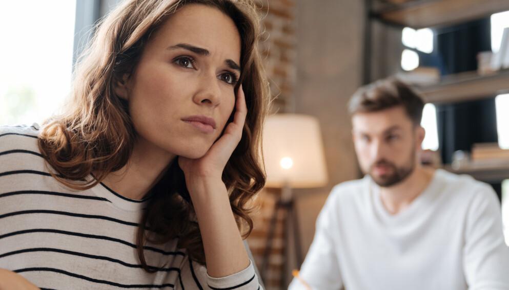 KRANGLER OM HUSARBEID: Vi er mer likestilte enn tidligere, men samtidig som kvinner jobber mer og har mer fokus på karriere, forventes det også mye av dem hjemme. Dette kan være grobunn for konflikt i parforholdet. FOTO: NTB