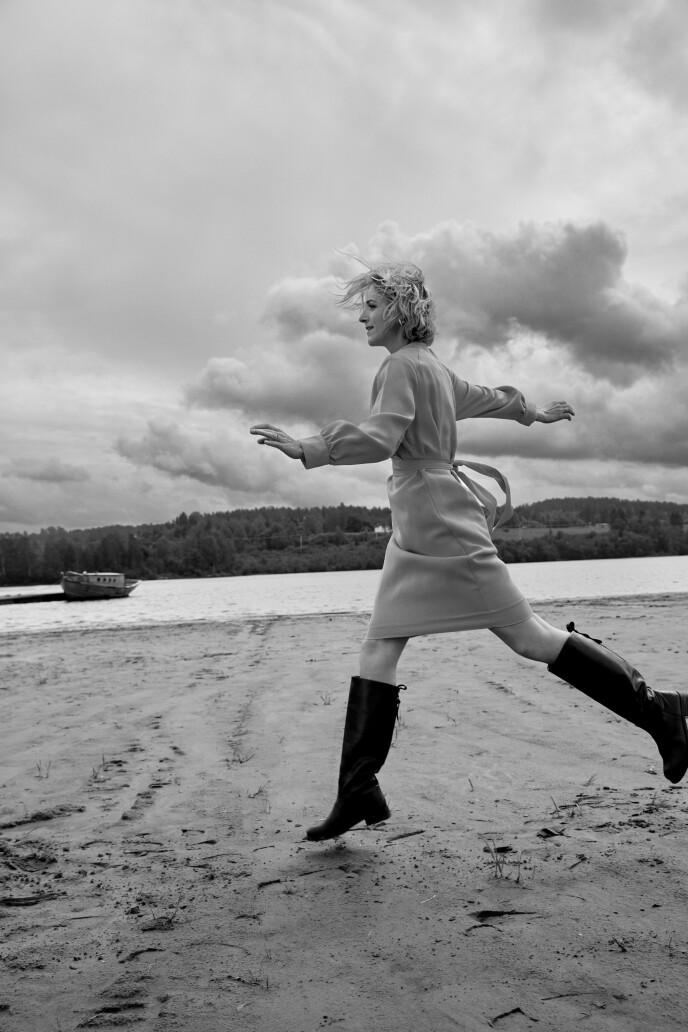 I tjue år har Guri Solberg ledet det ene underholdningsprogrammet etter det andre på TV 2. Nå skal hun prøve seg som nyhetsanker. Kjole fra Iben. FOTO: Thomas Qvale
