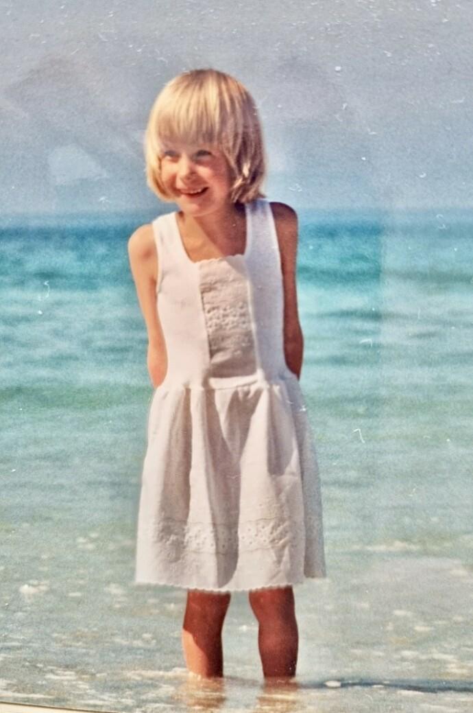 GJØGLER: Ane likte å stå på scenen helt fra hun var liten, og utdannet seg senere til skuespiller. FOTO: Privat
