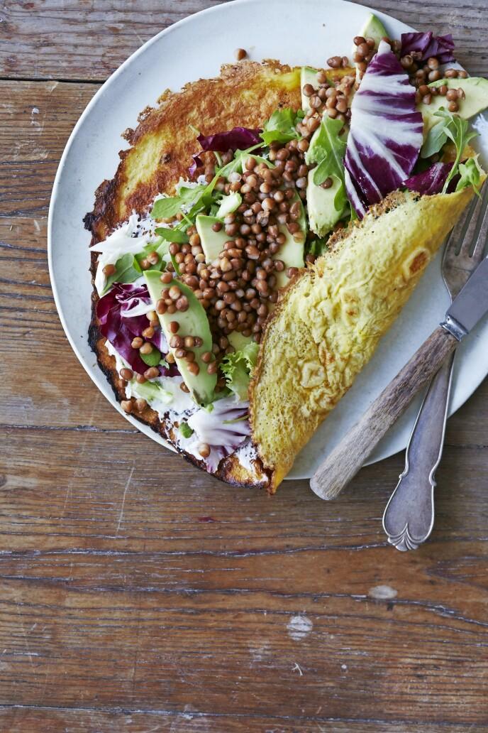 Disse wrapsene er god og rask middagsmat, men smaker også godt til frokost. Tips! Hvis du vil at det skal gå kjapt, kan du bruke to eller tre panner til å steke eggewrapsene i. FOTO: Winnie Methmann