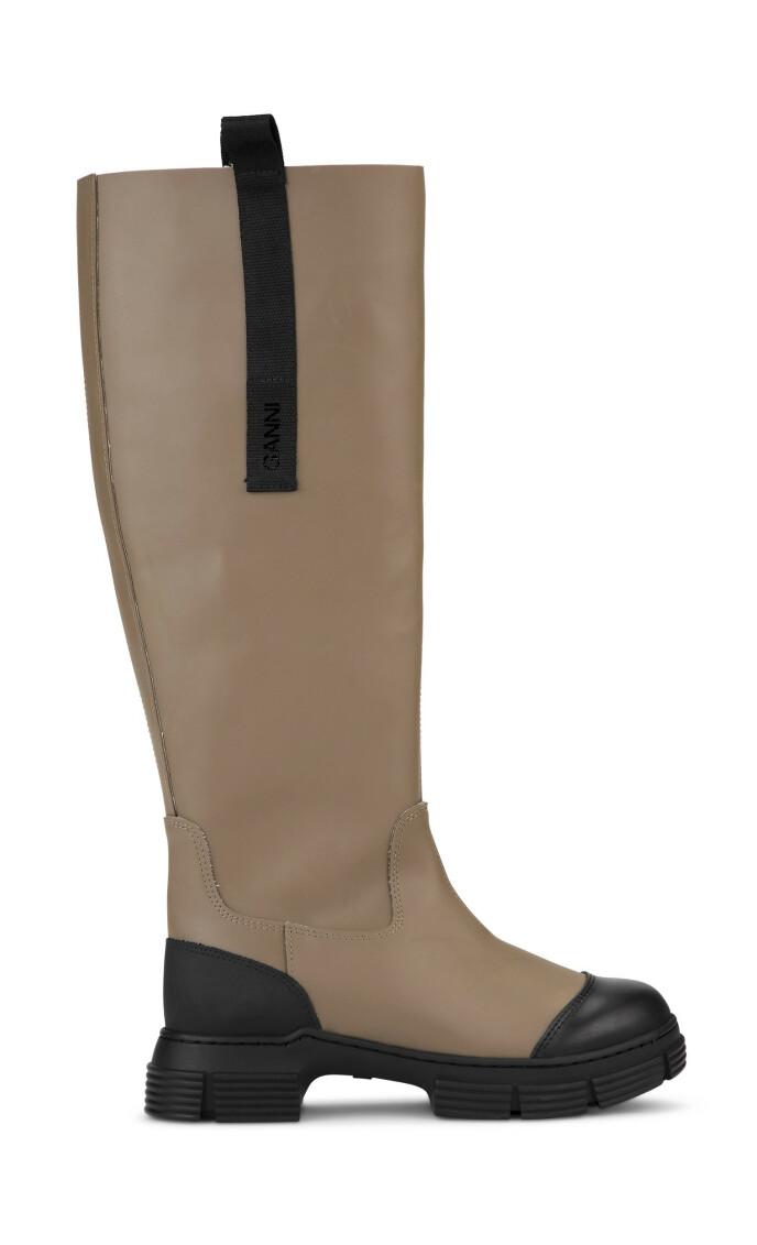 Beige støvler (kr 2395, Ganni).