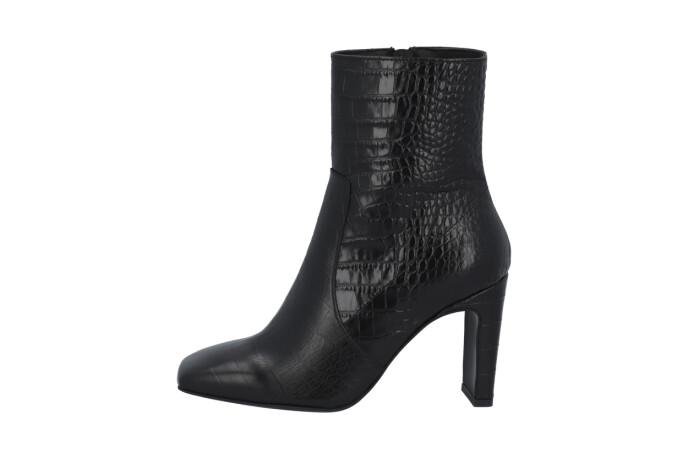 Boots (kr 1750, Bianco).