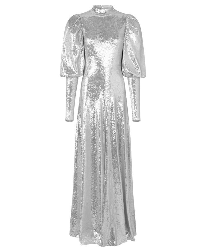 En glitrende kjole er som et smykke i seg selv, og krever minimalt med tilbehør. Fotsid paljettkjole (kr 10150, Notes du Nord).