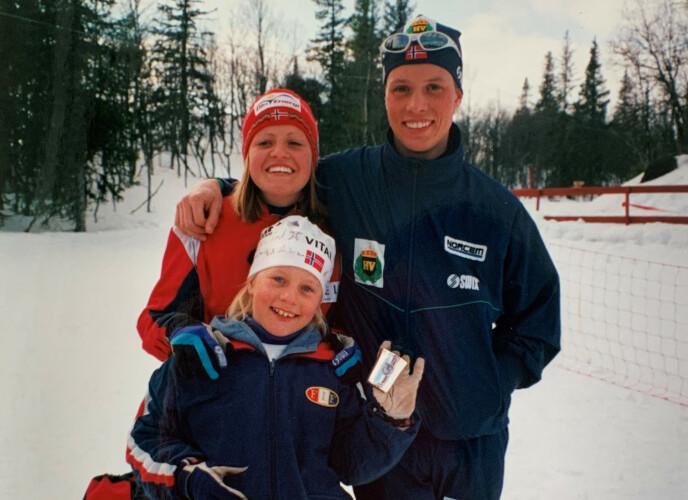 SPORTY SØSKENTRIO: Tiril Eckhoff lot seg inspirere av de eldre søsknene Kaja og Stian, som startet med skiskyting da hun var liten. FOTO: Privat