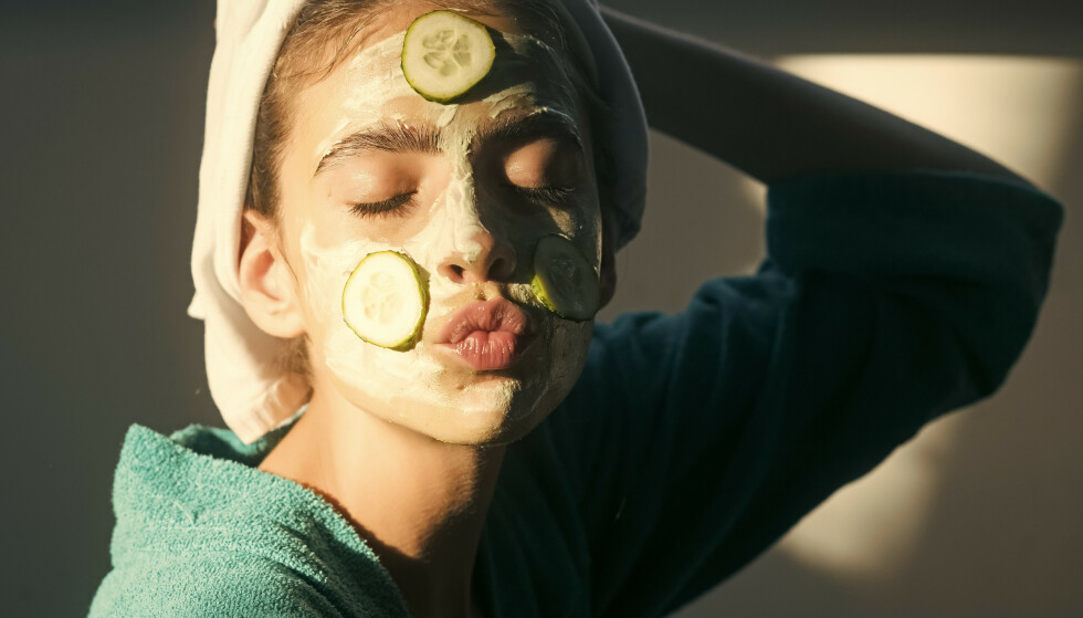 GÅR VIRALT: Å ise ned ansiktet med frossen agurk er den nyeste skjønnhetstrenden til å gå viralt på TikTok. FOTO: SHUTTERSTOCK/NTB