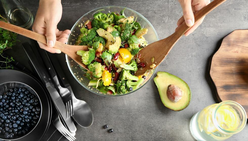 SUNN MAT: Spis nok mat, og pass på at du får i deg næringen kroppen trenger. FOTO: NTB