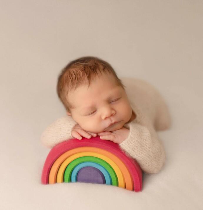 SØNN: Fotografen som har tatt nyfødtbildene, fotograferte også Thelma. Det inspirerte henne til å starte foreningen Stille, som tilbyr fotografering av barn som døde i mors liv eller like etter fødsel. FOTO: Trine Lise Henriksen