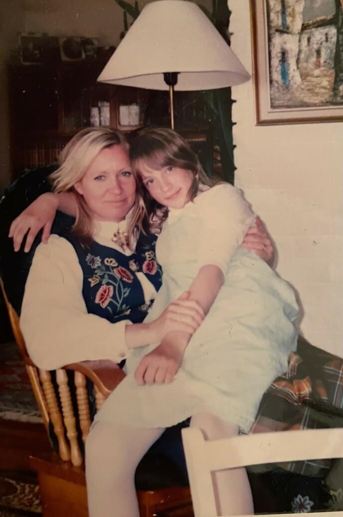 MAMMA: Camilla sammen med moren Aina noen år før ulykken rammet dem. FOTO: Privat