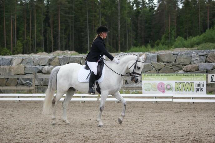 Camilla og hesten Lassy er blitt et ekte radarpar. FOTO: Privat