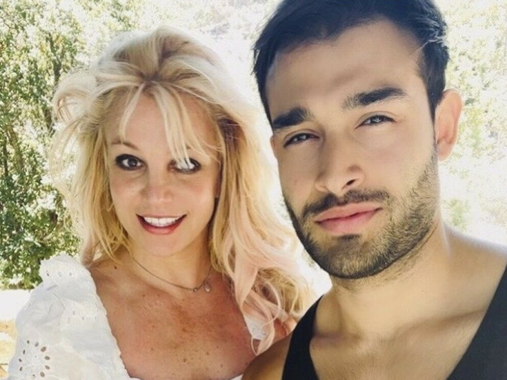HYLLEST: Britney roser kjæresten for å ha stått ved hennes side, men også for hans ukjente sider. FOTO: Skjermdump instagram/@britneyspears