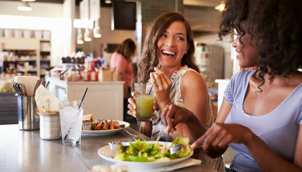 ENDRE KOSTHOLD: Et tips for å klare å endre kosthold, er å gjøre små grep på kjøkkenet. FOTO: NTB